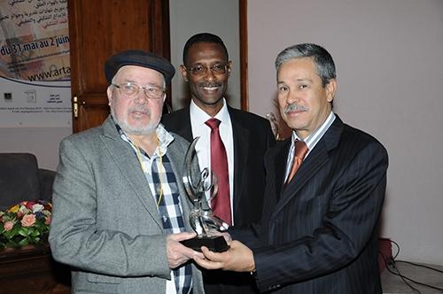 ربيع سوس التشكيلي يمنح محمد أديب السلاوي جائزة النقد التشكيلي