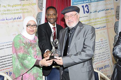 ربيع سوس التشكيلي يمنح محمد أديب السلاوي جائزة النقد التشكيلي1