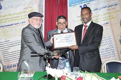 ربيع سوس التشكيلي يمنح محمد أديب السلاوي جائزة النقد التشكيلي2