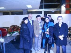الكاتب رفقة مجموعة من المثقفين المغاربة و العرب في حفل تكريمه بمسرح محمد الخامس.jpg