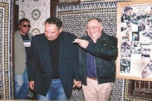 رفقة المطرب عبد الهادي بالخياط في زيارة لجمعية خيرية بمدينة فاس بمناسبة اليوم العالمي اليتيم.jpg