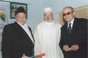 رفقة صديقيه حدو الشيكر ( و زير سابق) و السيد محمد بنسودة الوزير  بمدينة فاس ستة 1997.jpg