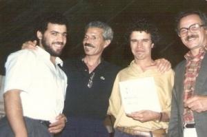 رفقة صديقيه عبد الحق الزروالي و محمد بن دحمان.jpg