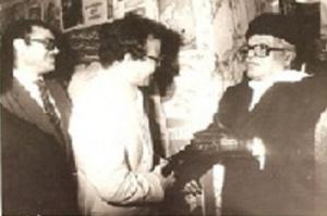 مع الرئيس التونسي الحبيب بورقيبة تونس سنة 1982.jpg