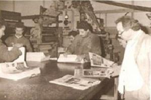 يصدر جريدة القافلة الرباط سنة 1992.jpg